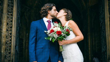 newly-wed-couple-on-the-church-steps-T7DLWSZ.jpg